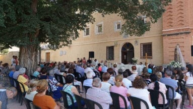 Misa oficiada en el Atrio del Convento