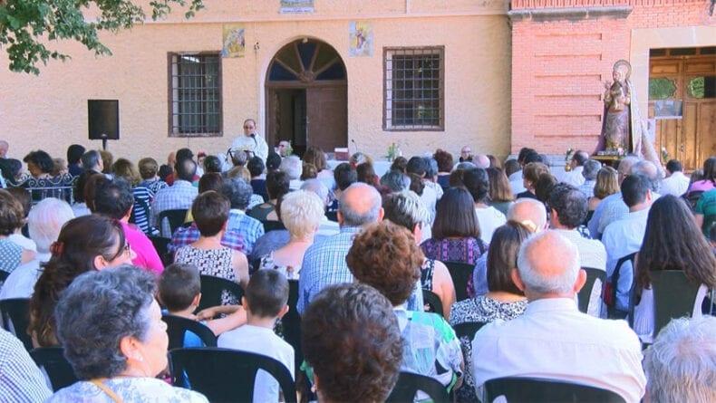 Celebración de la eucaristía en el atrio del Convento de Santa Ana