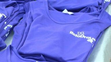 Los participantes y aficionados podían adquirir merchandising del reto dravet para colaborar con la Fundación