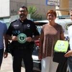 Una patrulla de la Policía Local y el Centro Roque Baños cuentan con dos nuevos desfibriladores