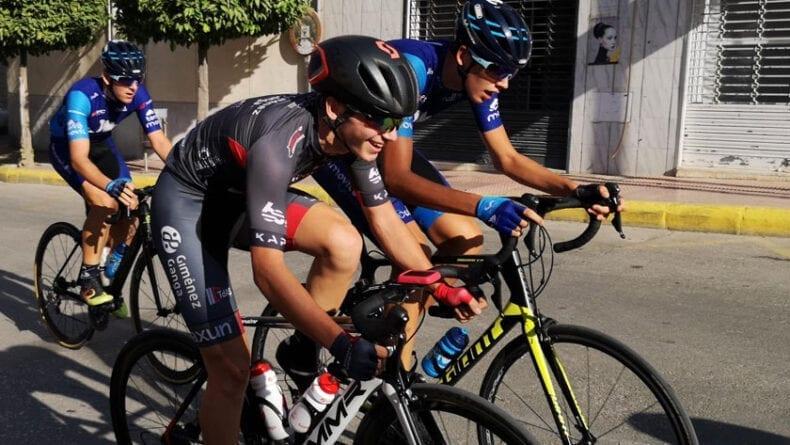 El ciclista jumillano Pedro García durante la disputa de la prueba cadete en Lorquí