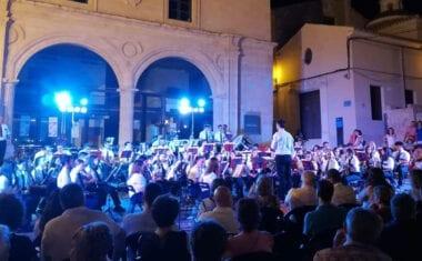 "Una Plaza de Arriba llena fue testigo del XXII Festival de Bandas de la A.M. ""Julián Santos"""