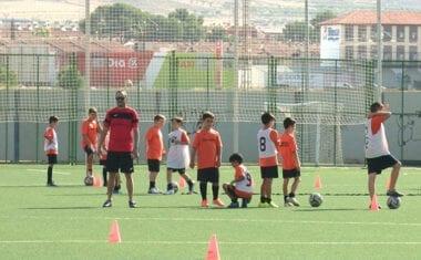 Más de medio centenar de pequeños futbolistas participan en el VIII Campus de Fútbol Ciudad de Jumilla