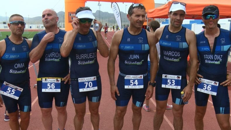 Varios de los triatletas locales en el 27 Triatlón Ciudad de Jumilla