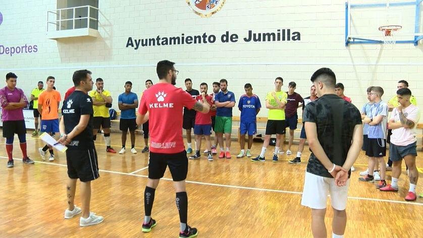 16 equipos forman el grupo XIII en la Tercera División de fútbol sala