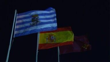 Con el izado de las banderas se indica a los visitantes y al pueblo que Jumilla está en fiestas