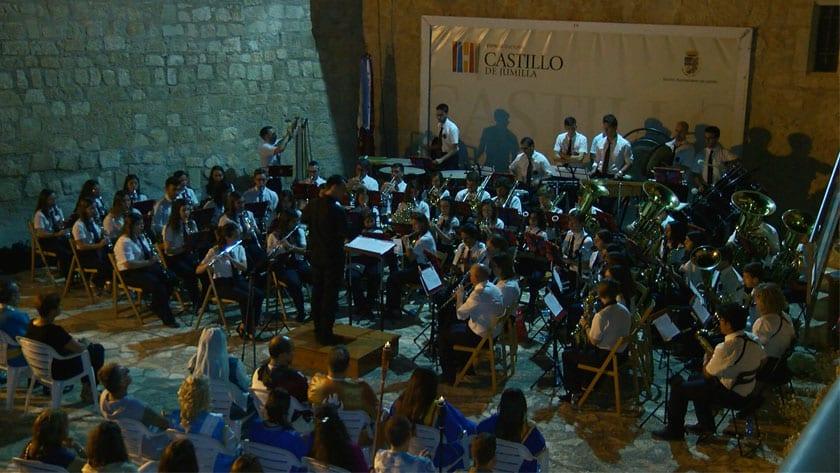 Con un concierto festero a cargo de la Asociación Musical Julián Santos terminó el acto en el Castillo de Jumilla