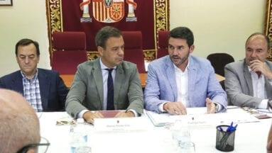 El consejero de Agricultura de la Región de Murcia anunció en la VII Mesa del Vino que se restructurarán 300 hectáreas de vid