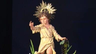 El Niño de las Uvas presidió la ofrenda que se realiza en su honor