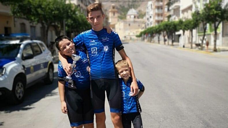 Los tres miembros de la Escuela Ciclismo Jumilla en la prueba de Callosa de Segura