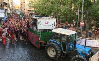 Miles de personas disfrutaron de la Gran Cabalgata del Vino