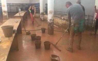 La Biblioteca de Los Alcázares ha perdido buena parte de sus ejemplares en las inundaciones de la DANA