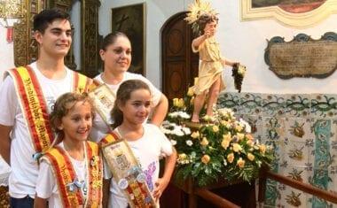 La imagen del Niño de la Uvas regresa al Monasterio tras la celebración de las Fiestas Patronales