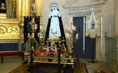La Virgen de las Penas estrena las andas restauradas por Mariano Spiteri