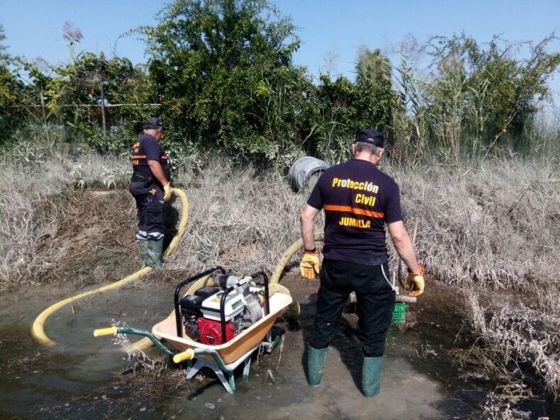 Protección Civil Jumilla realiza trabajos de achique de agua en Lorquí tras la DANA