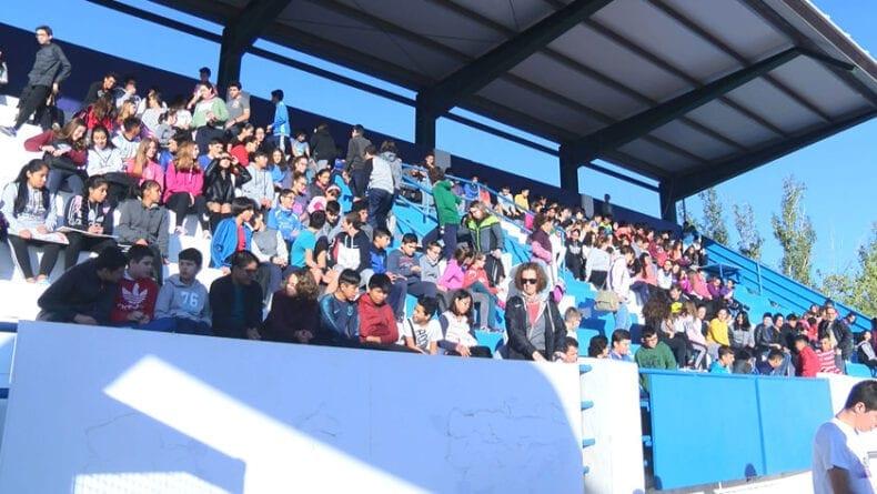 Los alumnos , el profesorado y los padres han llenado la grada del Uva Monastrell