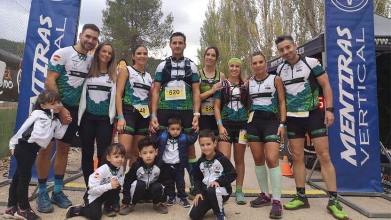 Miembros del grupo senderista 'Como Chotas Trail' de Hinneni en Yeste