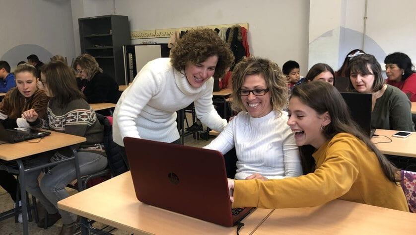 Éxito del Taller de Competencia digital en Familia en el IES Infanta Elena