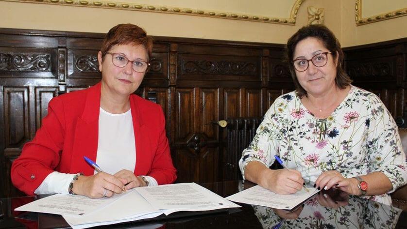 Ayuntamiento y Asamju renuevan el convenio para llevar a cabo el Proyecto de Recolección de Aceituna