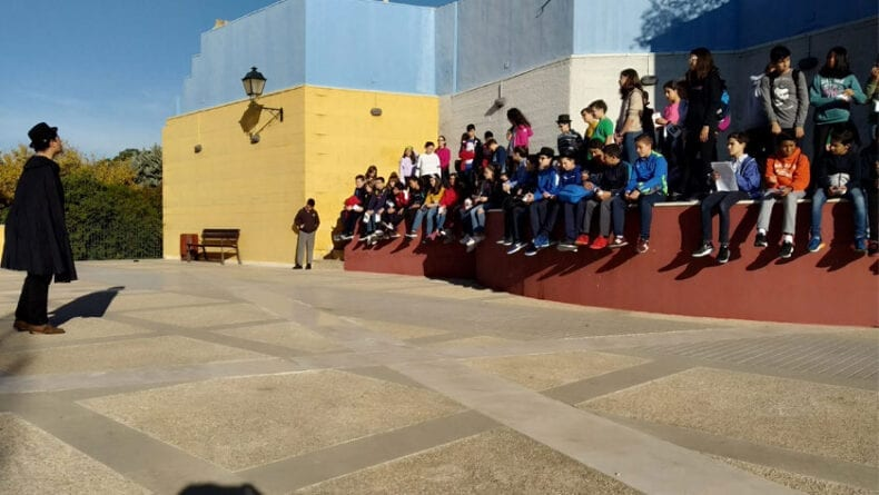 Los alumnos realizaron distintas paradas por el casco histórico jumillano