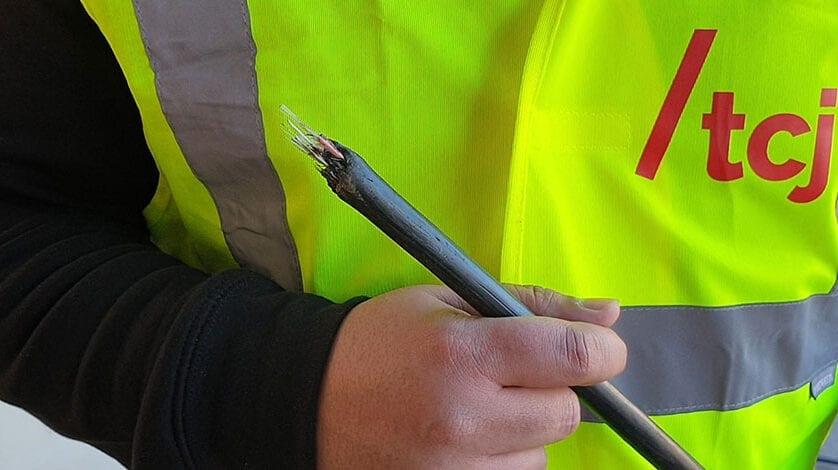La rotura por unas obras de una de las mangueras de Fibra Óptica de Telecable Jumilla deja sin servicio por unas horas a la parte sur del barrio de San Juan