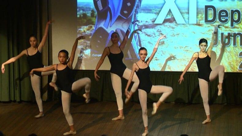 Actuación al inicio de la gala de Ochoa Escuela de Ballet