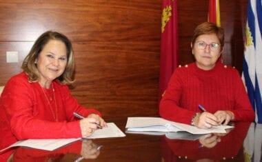 Ayuntamiento y Cruz Roja firman convenio de 15.000 euros para la financiación de la Oficina de Atención Social al Inmigrante