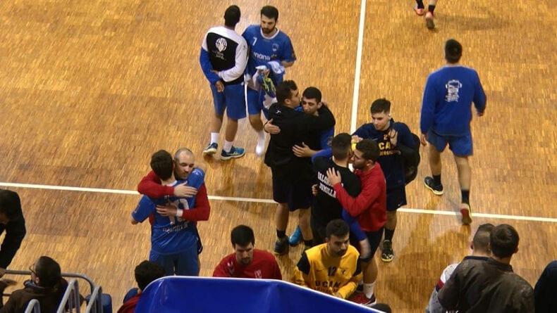 Los dos equipos terminaron muy arrepentidos por la imagen dada ante un pabellón repleto de menores