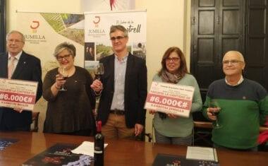El Consejo Regulador DOP Jumilla entrega 12.000 euros a Cáritas Jumilla y Cáritas Hellín para financiar proyectos sociales