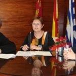 El Ayuntamiento firma convenio de 10.000 euros para colaborar con la rehabilitación del atrio de la Iglesia Mayor de Santiago