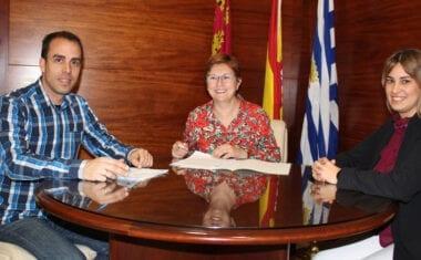 Ayuntamiento y FAMPA firman convenios por 30.000 euros para actividades con la comunidad educativa y mejora de fondos de las bibliotecas