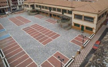 Finalizan las obras de renovación del firme del patio del Mercado de Abastos