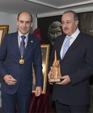 Jesús Lozano Saorín posa junto a Juan Francisco Martínez