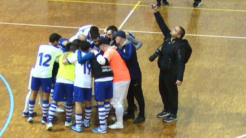 Celebración del equipo tras la vicitoria en casa ante Futsal Librilla