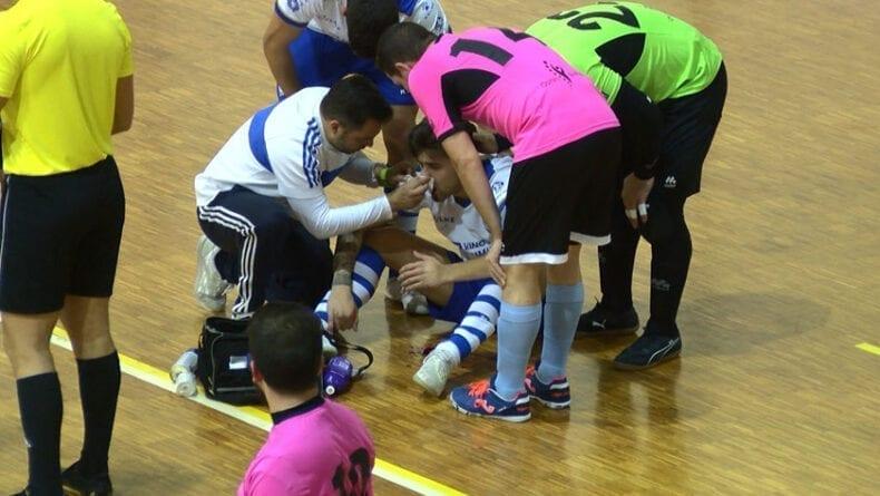 Juanca terminó lesionado tras un golpe fortuito con un rival