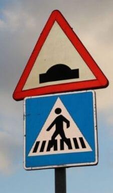 Resalto con paso de peatones