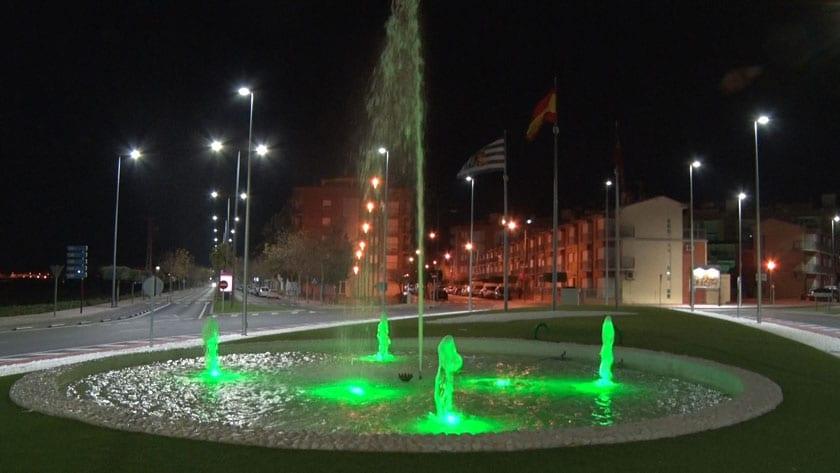El Ayuntamiento ilumina de verde la fuente de la Plaza del Camionero en el Día Mundial contra el Cáncer