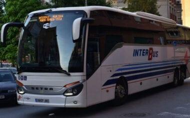AMFIJU denuncia la situación discriminatoria de una usuaria a la que INTERBUS no le permite usar su transporte público