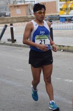 Eduardo Minchala durante la competición en el Nacional Absoluto de 50 kilómetros marcha