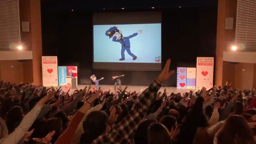 El Agente Tutor puso en pié a los más de dos mil docentes que llenaban el auditorio Víctor Villegas de Murcia