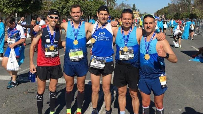 Guillermo Bernal, del Club Triatlón Jumilla, voló en la Maratón de Sevilla