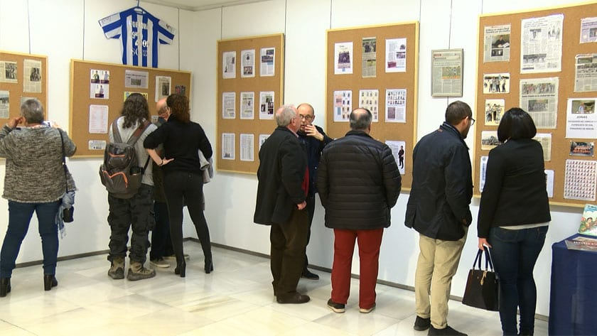 La exposición se compone de doce paneles divididos por temas