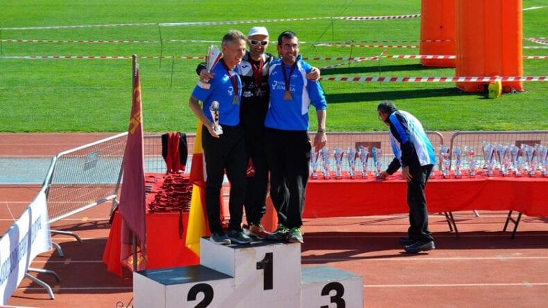 José Luis Monreal y Pepe Pardo en el podio de la categoría máster-45