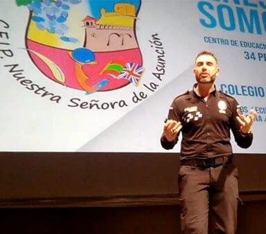 """Pascual David Muñoz expuso el proyecto """"Tú decides"""""""