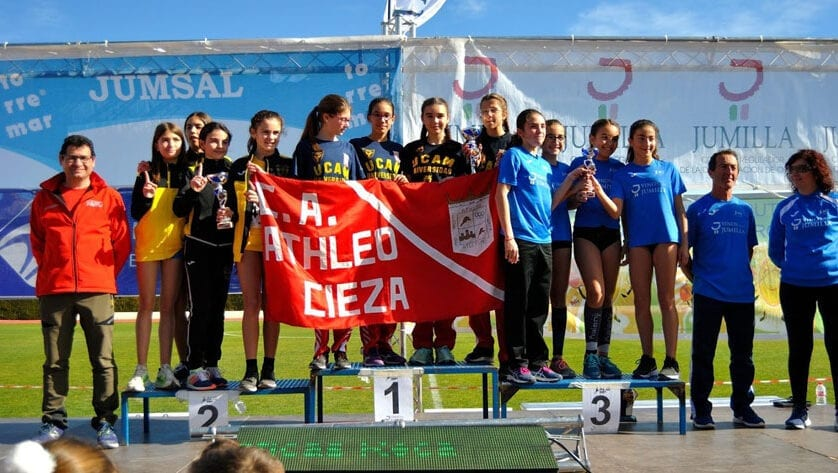 El equipo sub-14 femenino del Athletic Club Vinos D.O.P. Jumilla logra el tercer puesto en el Campeonato Regional de Cross