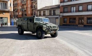 Las Fuerzas Armadas hacen acto de presencia en la localidad incidiendo en la obligatoriedad de quedarse en casa