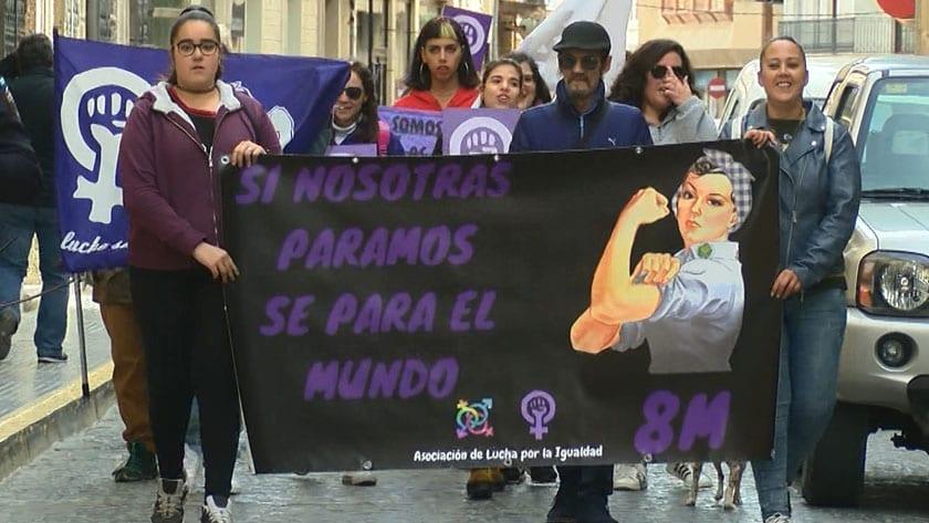 """La manifestación transcurrió bajo el lema """"si nosotras paramos se para el mundo"""""""