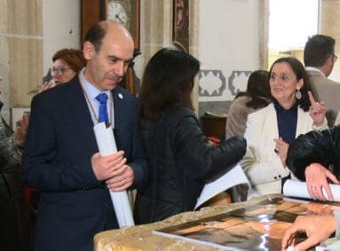 La presentación ser realizó en la Sacristía de la Iglesia Mayor de Santiago