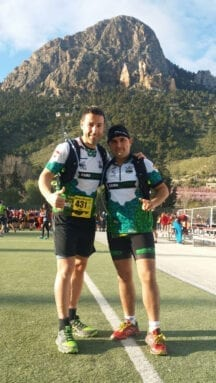 Los dos corredores del Como Chotas Trail en la Subida al Portazgo