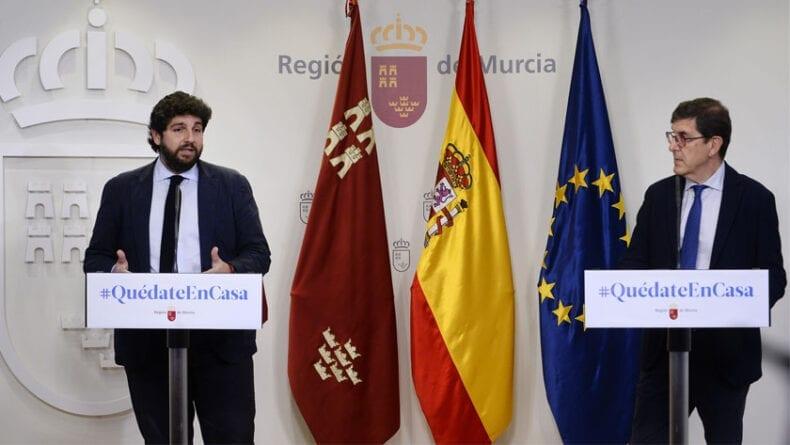 Manuel Villegas consejero de sanidad junto a Fernando López Miras, presidente de la Región de Murcia
